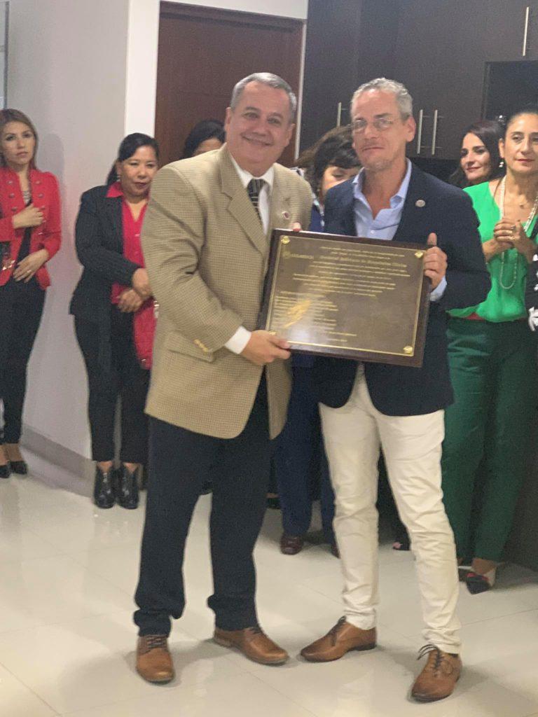 Reconocimiento a Dr. Álvaro Justiniano de la COLABIOCLI